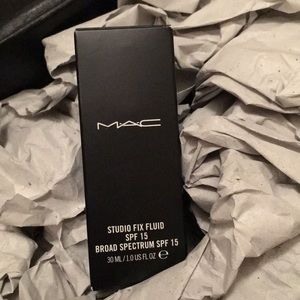 MAC Studio Fix Fluid NC42